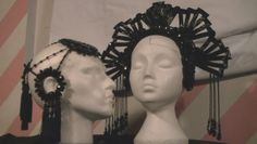 Tutorial for how to make the headdress on the right. So happy I found this!