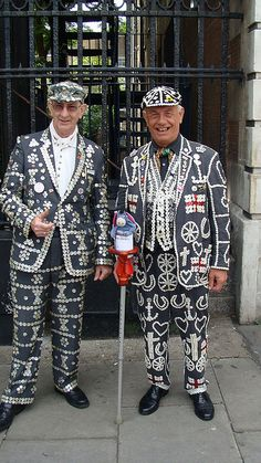 & the Pearly Kings at St. Pauls, Covent Garden Pearly kings - Cockneys, the original people of London.Pearly kings - Cockneys, the original people of London. Queen Costume, England And Scotland, Old London, English Style, Great British, London Calling, People Of The World, King Queen, Traditional Dresses