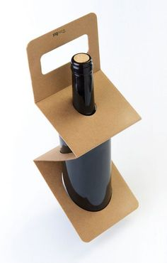ZigPack - When you leave the liquor store, the cashier might give you an extra-strong plastic bag in which to carry your bottles of alcohol. Organic Packaging, Cool Packaging, Bottle Packaging, Wooden Speakers, Cardboard Packaging, Bottle Carrier, Diy Bottle, Packaging Design Inspiration, Whisky