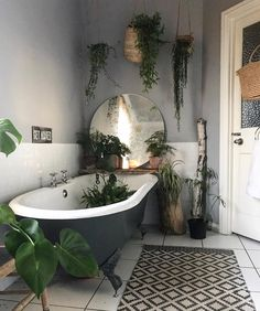 "Gefällt 6,651 Mal, 83 Kommentare - ORIGIN Magazine: PRINT (@originmagazine) auf Instagram: ""Lil jungle country bathroom by @deecampling. That bathtub it reminds us to slooow down, and…"""