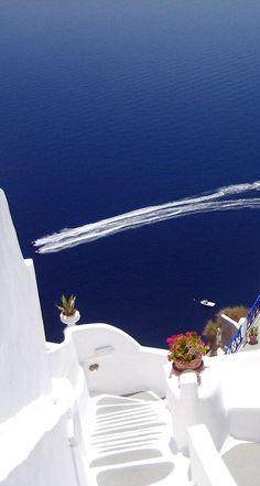 Santorini, Greece PASSEI HORAS FELIZES, SANTORINI!                                                                                                                                                          VERA S. A. DE LIMA.