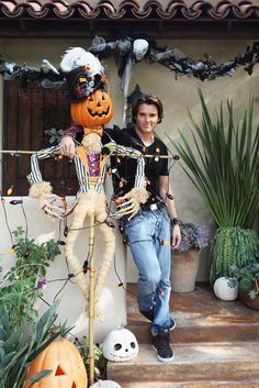 Earlier this month we took a full tour of John Coulter's gorgeous Los Angeles home. During my earlier visit, John was excited to invite me back to see all his fun Halloween decorations. As he happily notes, it's his favorite holiday. Halloween House, Holidays Halloween, Spooky Halloween, Halloween Crafts, Holiday Crafts, Happy Halloween, Halloween Party, Halloween Decorations, Halloween Ideas
