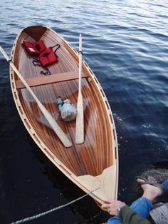 Beautiful little wooden boat. Wow, what a work of art... :)