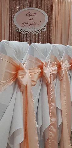 A rosegold csillogását finoman egészíti ki a barack halvány tónusa. Egyedi fa kiegészítő: www.dekorbolt.hu