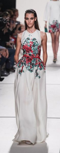 """I like: again, plain white dress with a heavy dose of """"WOW!"""" with the flora detail at the waist. Also, POCKETS!"""