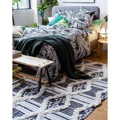 Theko 615 Cozy Kelim Black & White Vintage Wool Rug by Tom Tailor Vintage Wool, Vintage Rugs, Textiles, Looks Vintage, Bedroom Vintage, Cozy Bedroom, Wool Rug, Loft, Blanket