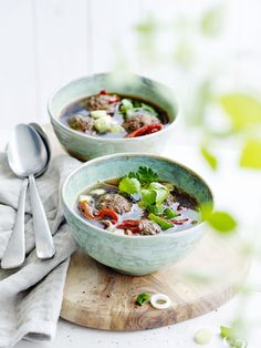 Recept van Pascale Naessens: Gehaktballetjes in bouillon Go For It, Good Mood, Dining Area, Low Carb Recipes, Meat, Healthy, Ethnic Recipes, Food Ideas, Drink