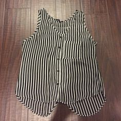 F21 Cropped Tank Black & White stripe color way. Slightly exposed back. Purchased from Forever 21, in store. 8/10 condition. Please allow 2-3 days for Shipping. **NO TRADES, PLEASE DO NOT ASK!** Forever 21 Tops Crop Tops