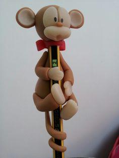 Mono de porcelana fria.