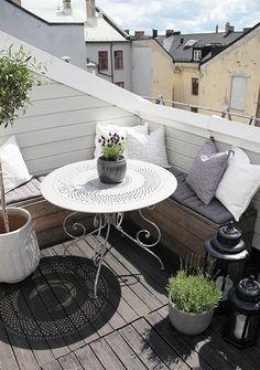 Cosy balcony Small Balcony Design, Small Balcony Garden, Small Patio, Balcony Ideas, Terrace Ideas, Small Balconies, Patio Ideas, Balcony Bench, Garden Ideas