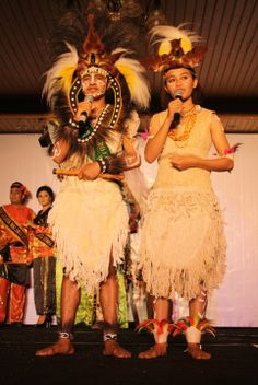 traditional clothes of West Papua