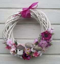 Easter Wreaths Decorations Ideas Creating a Fabulous Easter Wreath Easter Wreaths Decorations Ideas. Easter is a wonderful time for celebration. Wreath Crafts, Flower Crafts, Easter Wreaths, Holiday Wreaths, Christmas Knomes, Wreath Tutorial, How To Make Wreaths, Spring Crafts, Easter Crafts