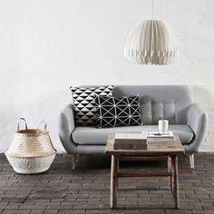 Canapé 2 places en coton gris et piètement en bouleau Hübsch