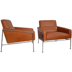 Pair of Arne Jacobsen Leather Series 3300 Lounge Chairs for Fritz Hansen SAS Terminal ca.1956