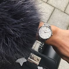Always on time with my new watch @cluse 🖤save money with code VIKTORIAHUTTER15 / valid until 13th of November #fallforcluse #ad
