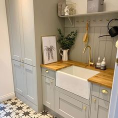 Repost What a lovely kitchen corner! And we love those floor tiles. Room Corner, Kitchen Corner, Kitchen Wall Tiles, Kitchen Cabinets, Boot Room Utility, Tongue And Groove Panelling, Wall Panelling, Laundry Room Remodel, Basement Laundry