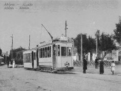 Σήμερα εκεί υπάρχει ο σταθμός του ηλεκτρικού στα άνω Πατήσια. Τότε, αρχές του 20 αιώνα λεγόταν αλυσίδα και ήταν όπως βλέπετε και στη φωτογραφία το τέρμα του τραμ.