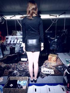 De mini rokje van de zwarte jas  achterpand.