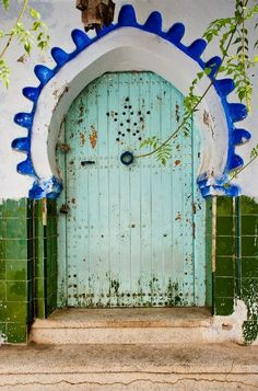 Moroccan home decor is popular for many reasons, but blue color inspirations that come from the blue town of Chefchaouen in Morocco offer fabulous interior design and house exterior decorating ideas that look cool and peaceful Cool Doors, Unique Doors, Moroccan Decor, Moroccan Style, Modern Moroccan, Porte Cochere, When One Door Closes, Door Knockers, Closed Doors