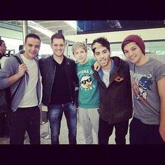 The boys met Michael Buble today!!!! AHHH!!! Haha think about how much Niall is fanboying inside...
