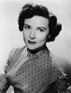 """One of America's national treasures, Betty White, turns 92 today (Jan. Here's a picture of White from 1954 when she was producer and host of her own talk show, """"The Betty White Show."""" see more picture of Betty through the years in this link. Old Hollywood Actresses, Actors & Actresses, Betty White Birthday, 1950s Women, Feel Good Stories, Old Movie Stars, Video Film, Celebs, Celebrities"""