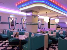 diner fashion, retro old We Heart It Bar Retro, Retro Vintage, Deco Retro, 1950s Diner, Retro Diner, Retro Cafe, Diner Aesthetic, Aesthetic Vintage, 1950s Aesthetic