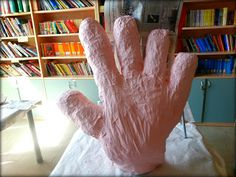 Laboratorio di cartapesta N° 1: la mano gigante!  by La Scatola dell 'Immaginazione