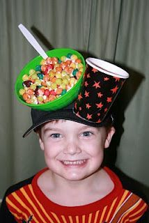 wacky hat day--why am I not this creative? wacky hat day--why am I not this creative? Crazy Hat Day, Wacky Tacky Day, Carnaval Costume, Wacky Hair Days, Funky Hats, Silly Hats, Christmas Costumes, Christmas Hats, Homemade Costumes