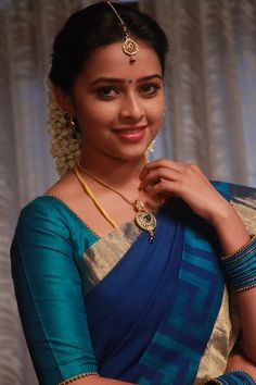 Sri Divya Cute HD Photos – Source by rehmatqureshi Beautiful Girl Indian, Most Beautiful Indian Actress, Beautiful Saree, Beautiful Bride, Indian Celebrities, Beautiful Celebrities, Beautiful Actresses, Beauty Full Girl, Beauty Women