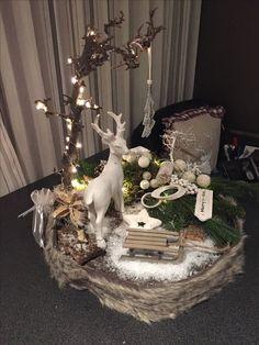 arrangement slice deco arrangement - Quick, Easy, Cheap and Free DIY Crafts Christmas Ornament Wreath, Easy Christmas Decorations, Globe Ornament, Easy Christmas Crafts, Rustic Christmas, Simple Christmas, Christmas Time, Xmas, Deco Noel Nature