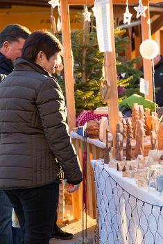 Weihnachtsstimmung in der Luft! Beim Adventln in St. Kathrein am Offenegg gibt es einiges zu sehen. #adventmarkt #naturparkalmenland Advent, Winter Jackets, Recital, Road Trip Destinations