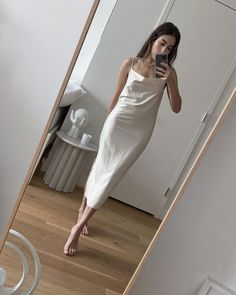 maybe i'm not as ready to let go of summer as i thought? Royal Fashion, New Fashion, V Dress, Cheap T Shirts, Beauty Hacks, Beauty Tips, Women Wear, Things To Sell, Clothes For Women
