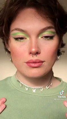 Retro Makeup, Edgy Makeup, Eye Makeup Art, Cute Makeup, Vintage Eye Makeup, 70s Makeup Look, Soft Grunge Makeup, 90s Makeup, Fairy Makeup