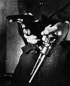 Un Chien Andalou (1929, dir. Luis Buñuel)