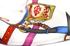 Pour femmes tendance, ce carré en soie rose fushia et pastel est ultra chic et tendance, un foulard en soie pas cher.