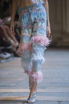 Vivetta Spring 2019 Runway Pictures - Vivetta at Milan Fashion Week Spring 2019 - Details Runway Photos Source by - # Denim Fashion, Look Fashion, Fashion Details, High Fashion, Fashion Show, Fashion Spring, Cheap Fashion, Fringe Fashion, Classy Fashion