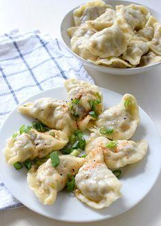 Pierogi z wołowiną – Odkryj nowe smaki! Polish Food, Polish Recipes, Best Dumplings, Kimchi, Tofu, Potato Salad, Foodies, Shrimp, Potatoes