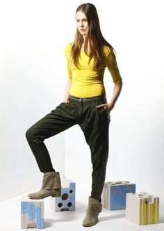 by Magda Hasiak: Tektonika #magdahasiak #tektonika #fashion #womanfashion #trousers #fashiontrousers #yellowblouse  #elegantwoman #greycardigan #streetstyle #fashionlook