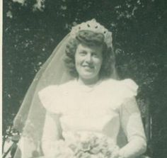 A Bride On Her Wedding Day Standing Outside Reception White Veil Post War Photo Photograph Photo Black, Black White Photos, Black And White, Wedding Fans, Wedding Bride, Vintage Wedding Photos, Photo Postcards, Vintage Photographs, Simple Dresses