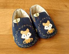10 moldes de sapatinhos de bebê para baixar grátis - Blog do Elo7 Baby Shoes Pattern, Shoe Pattern, Toddler Girl Style, Toddler Girl Outfits, Toddler Girls, Baby Boy Shoes, Baby Booties, Baby Gifts To Make, Shoe Molding