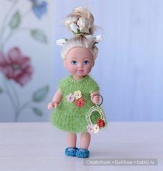 Нежное зеленое мохеровое платье с миниатюрными цветочками