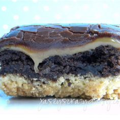 Homemade Twix Brownies. Two great things coming together. This brownie recipe is gooey and perfect! twix browni, brownie recipes, chocolate chips, hot fudge, cooki, fun recip, crust, caramel, dessert
