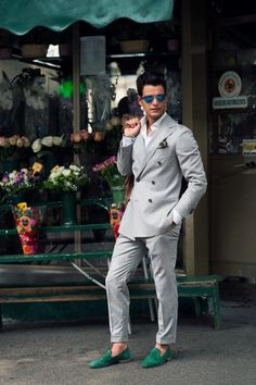 The Well-Dressed . Mens Fashion Blog, Mens Fashion Suits, Fashion Moda, Mens Suits, Men's Fashion, Fashion Menswear, Gentleman Mode, Gentleman Style, Mens Club Outfit