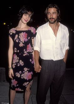Brad Pitt & Juliette Lewis - dated seriously after she was engaged to Johnny Depp.Like her or not Juliette has game. Gwyneth Paltrow, Jennifer Aniston, Brad Pitt Birthday, Looks Con Shorts, Thelma Et Louise, Image Couple, Famous Couples, Red Carpet Looks, Celebrity Couples