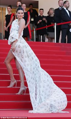 Leggy Kendall Jenner steals the show in a fashion | Daily Mail Online