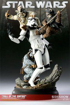 O Fall of the Empire – Ewoks vs. Stormtrooper Diorama  retrata um Stormtroopers sendo ferozmente atacado por 3 Ewoks na batalha travada na floresta de Endor. Os Ewoks surpreenderam os Stormtroopers com sua força, agilidade e suprema habilidade com lanças e flechas.