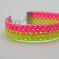 "Make a Neon Knotted Bracelet+(via+<a+href=""http://craft.tutsplus.com/tutorials/jewellery/make-a-neon-knotted-bracelet/"">craft.tutsplus.com)"
