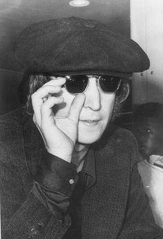 Fixin his glasses John Lennon Yoko Ono, John Lennon And Yoko, Just Good Friends, Dear John, The Fab Four, Wife And Girlfriend, Music Film, Ringo Starr, Jim Morrison