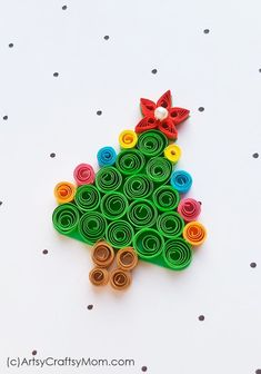 Create a cute DIY Bunny Brooch using the simple craft of paper quilling with thi.Create a cute DIY Bunny Brooch using the simple craft of paper quilling with this easy tutorial! This fun Easter Craft Quilling Christmas, Christmas Tree Crafts, Diy Christmas Cards, Christmas Paper, Christmas Ornaments, Christmas Ideas, Christmas Decorations, Origami Christmas Tree, Spanish Christmas