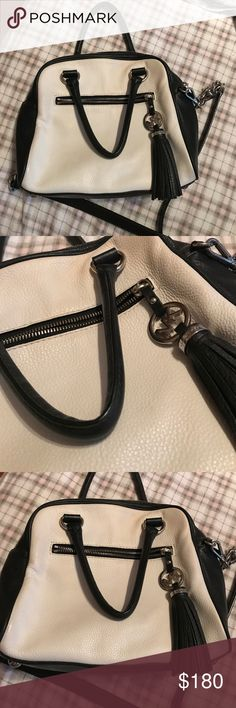 Michael Kors leather purse! Beautiful 100% authentic Michael kors bag! White and black soft leather, fringer MK tassel. Cross body bag r shirt straps for carrying! This bag is in fabulous condition make me an offer 🖤 Michael Kors Bags Crossbody Bags